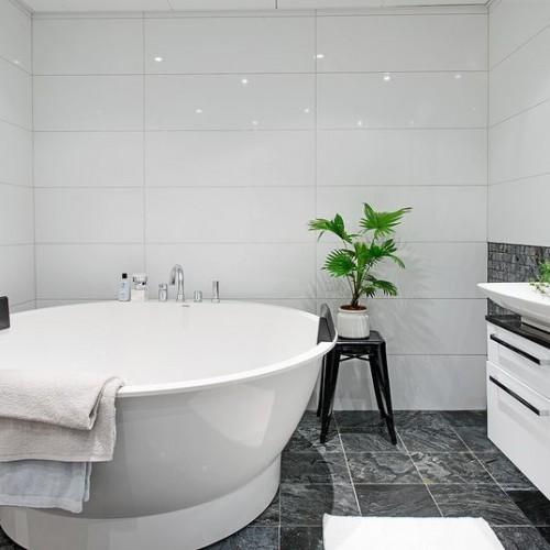Szukamy okazji na akcesoria do łazienki – na co zwracamy uwagę?