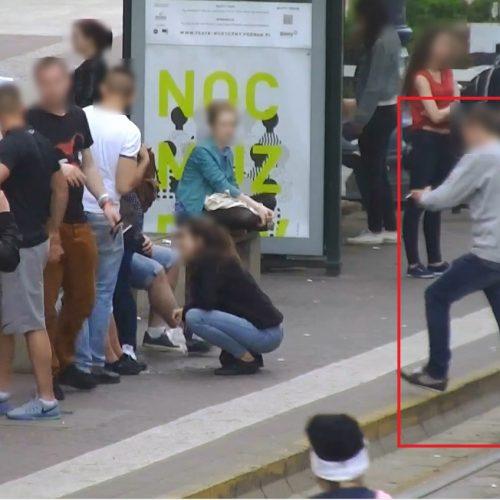 Poznań: Miał wezwać pomoc, a zniknął z telefonem. Policja odzyskała urządzenie, poszukuje sprawcy