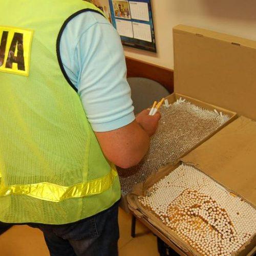 Koło – policjanci wezwani do awantury domowej wykryli amfetaminę i papierosy bez akcyzy