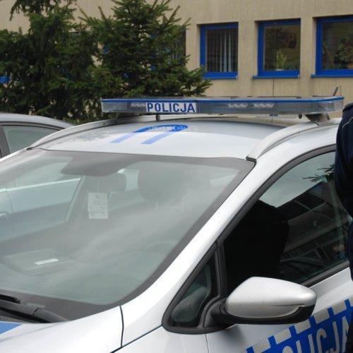 POLICJANCI URATOWALI RODZINĘ Z PŁONĄCEGO BUDYNKU