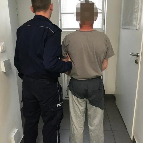 POLICJANCI ZATRZYMALI MĘŻCZYZNĘ POSZUKIWANEGO 6 LISTAMI GOŃCZYMI