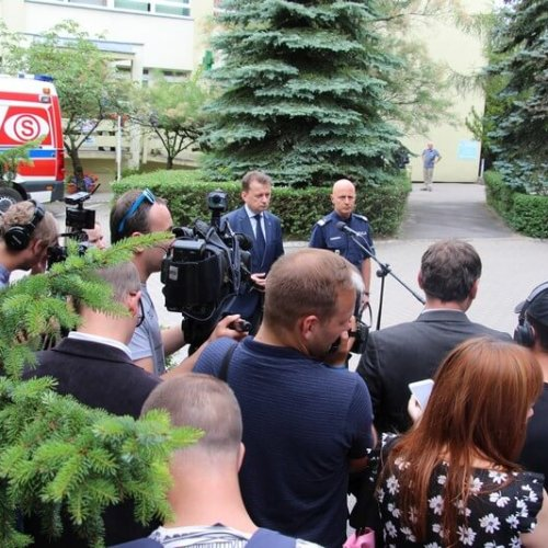 MINISTER BŁASZCZAK ORAZ KOMENDANT GŁÓWNY POLICJI ODWIEDZILI RANNEGO POLICJANTA W SZPITALU